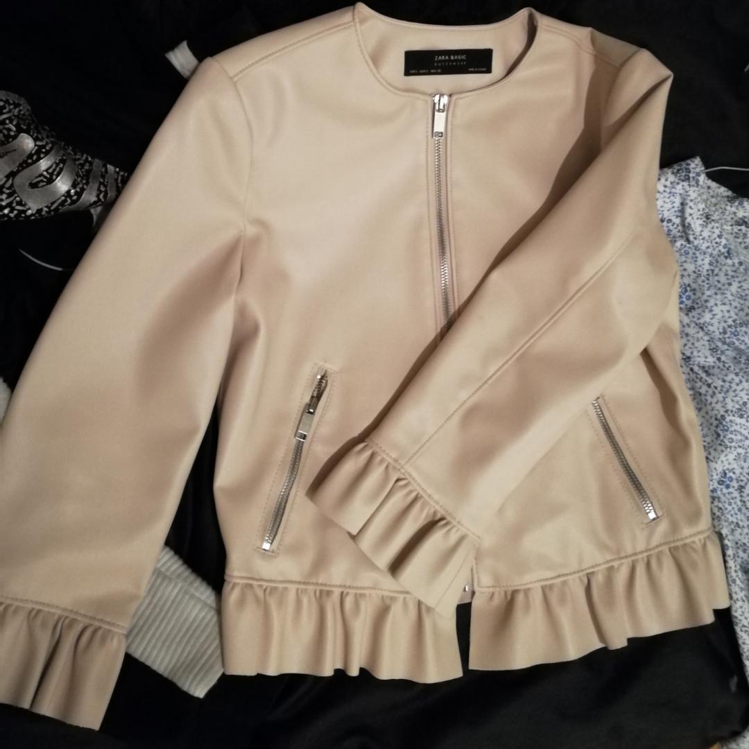 Oanvänd skinnjacka i fejk läder från Zara. Orginalpris 499kr.. Jackor.