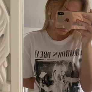 En vit t-shirt ifrån carlings. Deras egna märke stay.💞 Frakt tillkommer💞