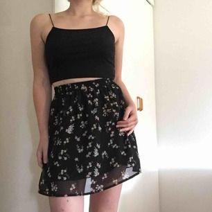 Jättefin kjol enbart använd i några timmar, så som ny. I storlek S men passar som en XS.