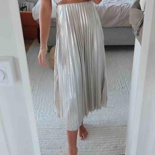 Söker denna kjol från chiquelle eller liknande i strl xs/s.