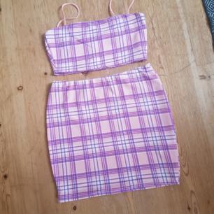 Set med kort topp och kjol från boohoo. Endast testat men har blivit hängande i garderoben. Bra passform. Frakten ingår i priset!