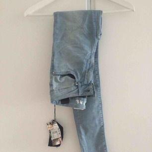 Extremt fina och stretchig passar nästan allt mellan 34/36/38. Nypris 599kr och dessa highwaisted jeansen är aldrig använda.