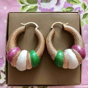 Superfina och unika örhängen köpta i en liten butik. Aldrig använda☺️ Köptes för 180kr