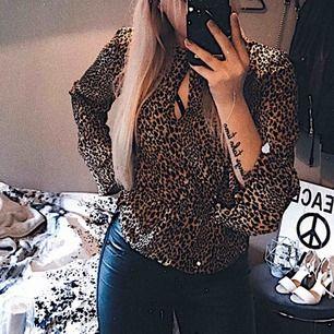 Leopard-mönstrad blus från hm, fint skick!
