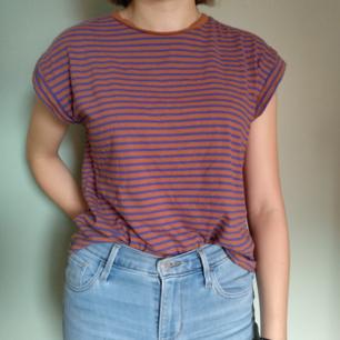 Randig t-shirt, aldrig använd pga. Har för mycket kläder.🥰