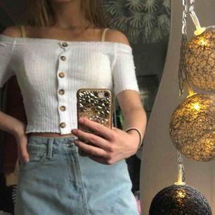croppad off shoulder tröja