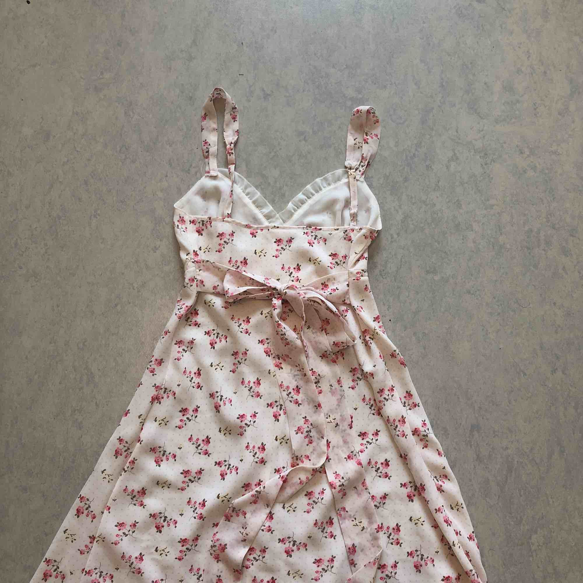 Superfin lingerie-klänning från Holland! . Klänningar.