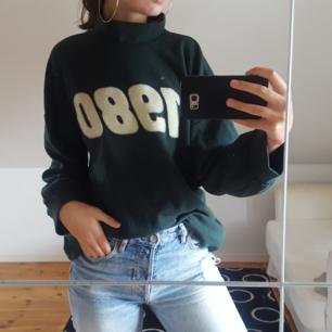 Grön, bekväm tröja från Zara. Knappt använd, bra skick. Kattägare. Köparen står för frakten 🌻