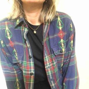 Cool skjorta från Ralph Lauren, köpt i USA för 1000kr.  Storleken M man