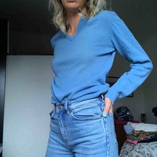 snygg tröja som förlängesen såldes på kapphal, supermysig. pris kan diskuteras!