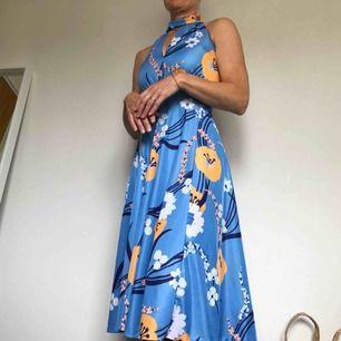 Jättefin Vintage-klänning, passar både s och m då den är lite strechig☺️ hör av er vid frågor eller liknande💕