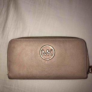 Plånbok från Michael kors (ej äkta) fint skick. Köpare står för frakt