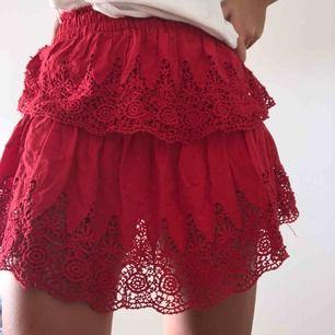 Gullig kjol från Linn Ahlborg X NA-KD kollektion. Inprincip oanvänd, i mycket bra skick!