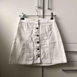 Snygg A linje kjol från H&M, säljes pga för liten