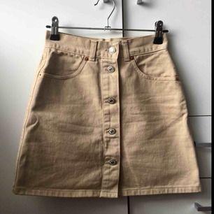 Äkta United colors of Benetton kjol, säljes pga för liten