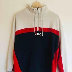 En snygg FILA Fleece köpt här på plick. Känns som en S. Frakt tillkommer.