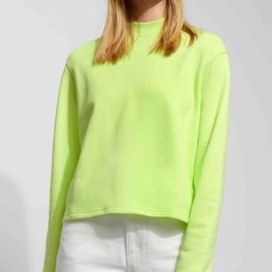 Neon tröja från weekday. Säljs då jag använder den inte