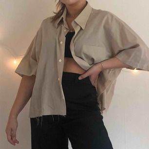 Avklippt skjorta från humana! Fint skick! Köparen står för frakt🍒💘