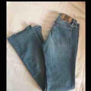 Jättesnygga bootcut jeans från crocker i storlek m Midrise Köparen står för eventuell frakt