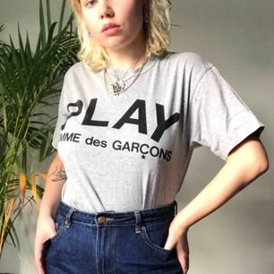 Comme Des Garcons tröja  Köpt på Nitty Gritty i sthlm Använd ca 2 gånger  🦋fraktas eller möts upp i Sthlm🦋  Storlek L men passar 36-38