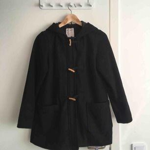 Jättefin kappa som passar perfekt för hösten, vintern och våren. Strl XS.   Sparsamt använd!