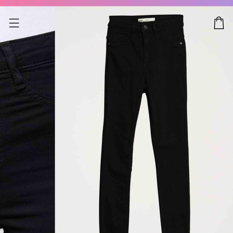 2 par av Ginatricots Molly High waisted jeans. Båda par är i fint skick. 100kr/st inklusive frakten! #jeansbraskick   SVARTA!! . Jeans & Byxor.