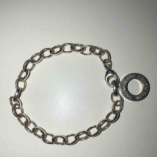 Thomas sabo armband till junior med längden 16cm som man kan hänga berlocker på. Knappt använd och fint skick.😍🙌🏽 Säljs i Göteborg.