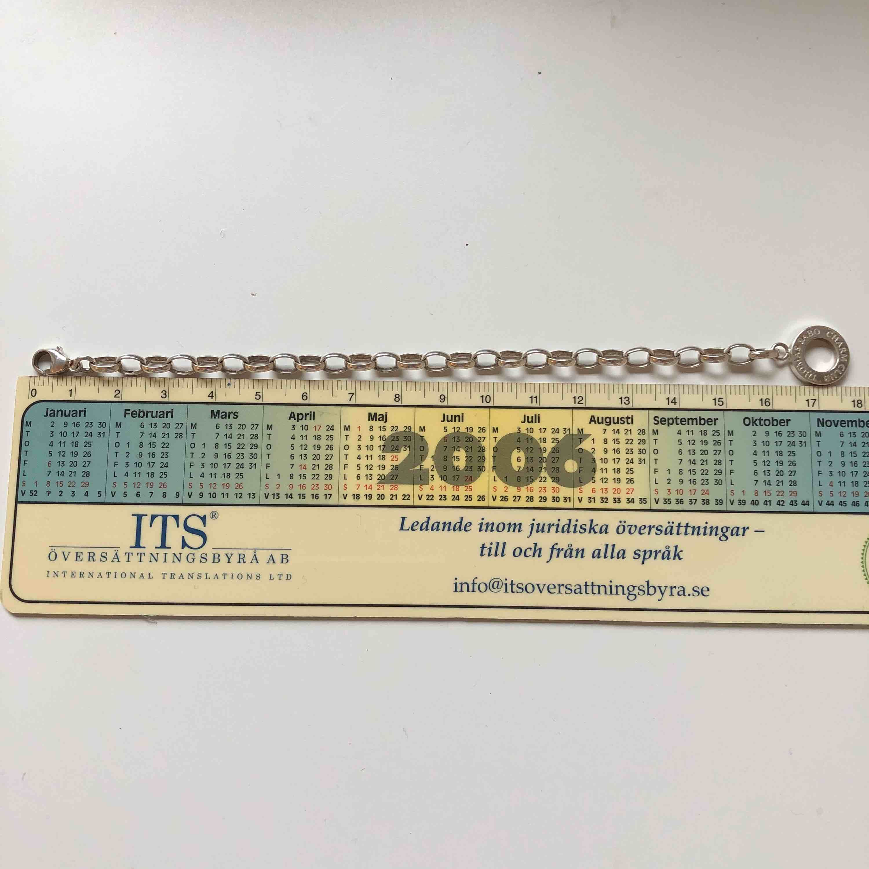 Thomas sabo armband till junior med längden 16cm som man kan hänga berlocker på. Knappt använd och fint skick.😍🙌🏽 Säljs i Göteborg.. Accessoarer.
