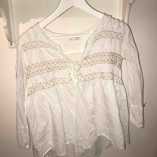 Odd Molly blus i fint skick.  Kombopris med den andra odd Molly blusen som jag säljer 150kr.  Mötas upp eller köparen står för frakten.