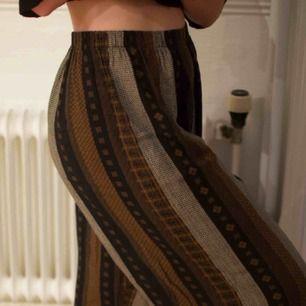 Supersköna byxor från Beyond retro. Strl S-M. Fint skick! Frakt 45 kr eller möts upp i Gbg.