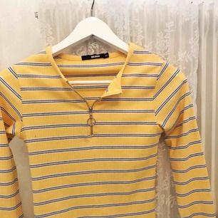 Jättesöt somrig tröja från bikbok. Tyvärr lite för liten för mig i armarna som vanligtvis har s/m! Köpare står för frakt