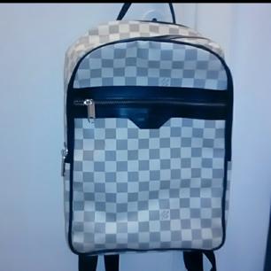 Louis vuitton ryggsäck, helt oanvänd.