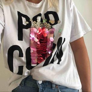 Oversized T-shirt med paljetter