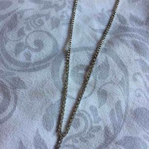 Fint halsband (inte äkta silver) Fraktkostnad tillkommer på 10kr.