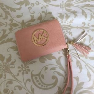 Söt plånbok som knappt är använd!
