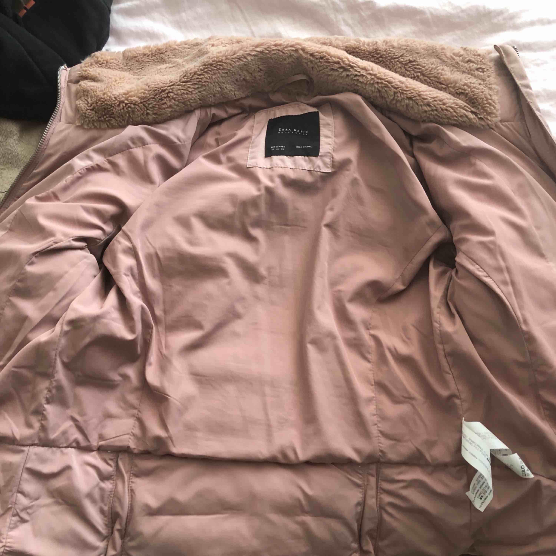 Zara Faux fur jacket. En vinter/höst jacka, aldrig använd och väldigt bra skick, tjock och ger mycket värme. Jackor.