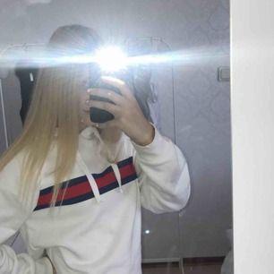En hoodie från Gina, den är ganska stor k storleken så passar även en xs, sällan använd