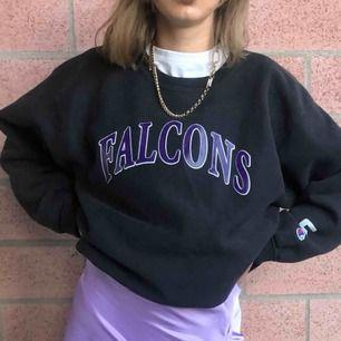 Vintage champion sweatshirt bra skick. Lila text framtill och loggan på armen. Högsta bud