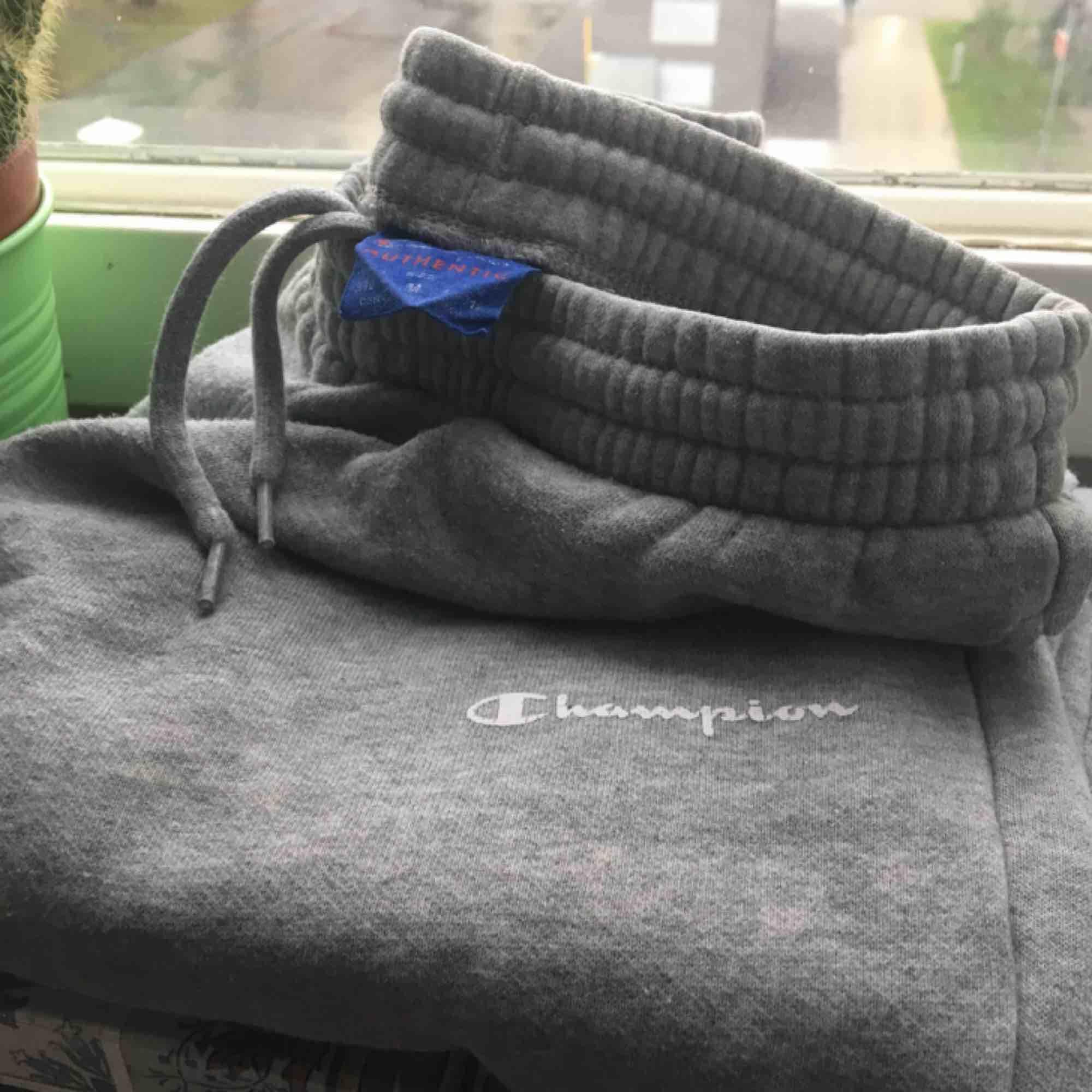 Oanvända fina Champion mjukisar 💫   ㅤㅤㅤ ㅤㅤㅤㅤㅤㅤ Kan mötas upp i Sthlm eller frakta! 💕. Jeans & Byxor.