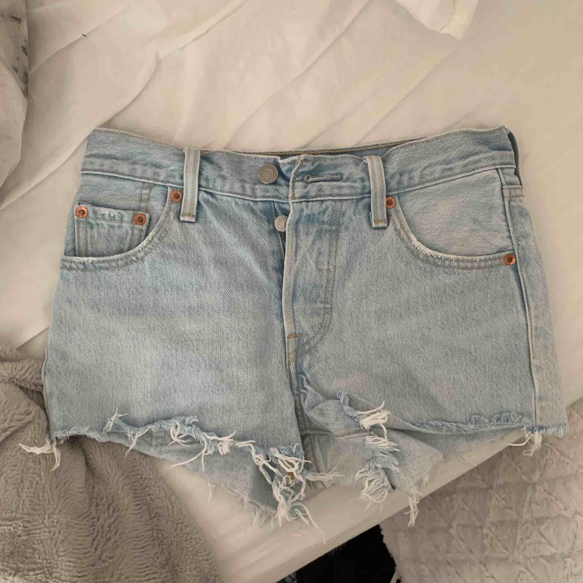 Skit snygga Levis shorts men tyvärr för små för mig, dem är köpta förra året. Shorts.