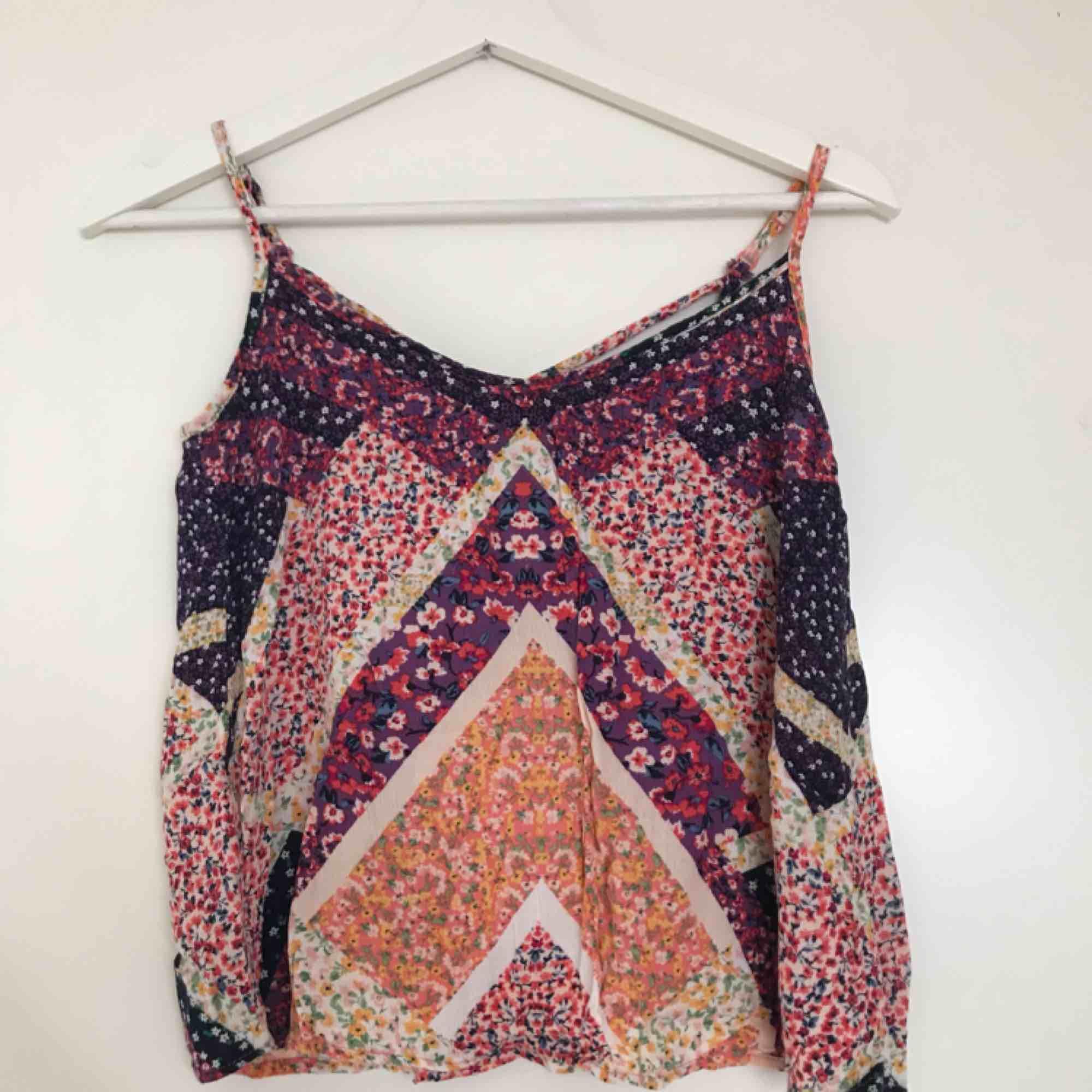 Blommigt linne från H&M (Divided), använt 2-3 gånger 🌸. Toppar.