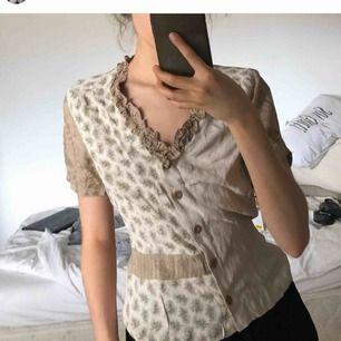 Fin vintage blus/skjorta/topp i ett svalkande tyg. XS/S Med frakt blir det 60kr