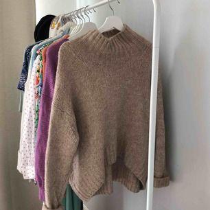 Mysig stickad tröja perfekt till hösten och vintern.