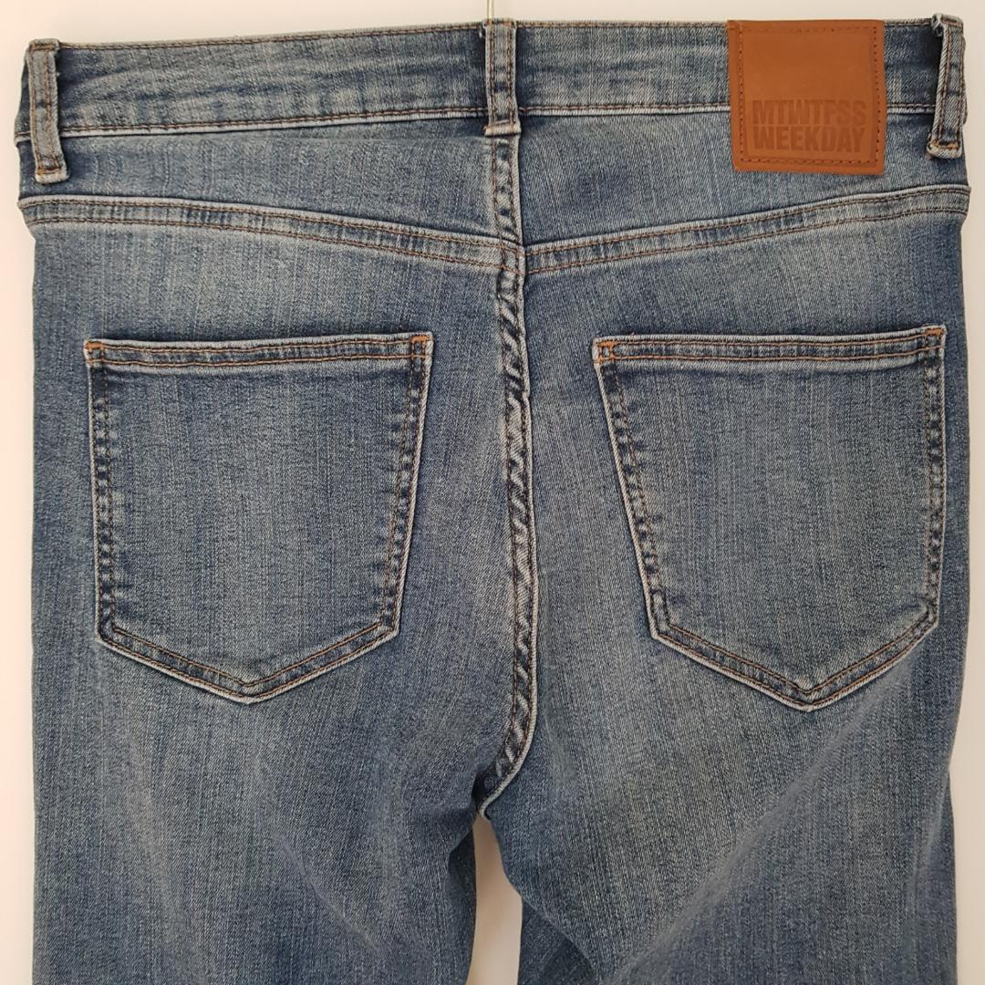 Ankellånga jeans från Weekday. Använda typ två gånger. Nypris 400 kr. Kan mötas i Uppsala, eller så står köparen för frakt. . Jeans & Byxor.