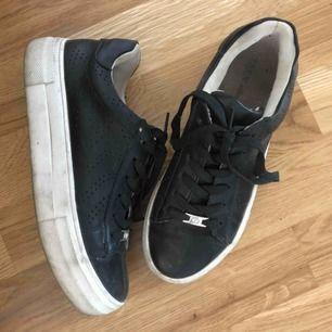 Säljer mina tata italia skor, storlek 36 men passar en 37. Nypris 500kr! Tvättas innan frakt. Mitt pris: 150 + frakt