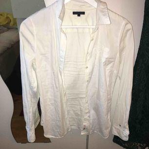 Tommy hilftiger skjorta vit. Fläckfri och från New york.