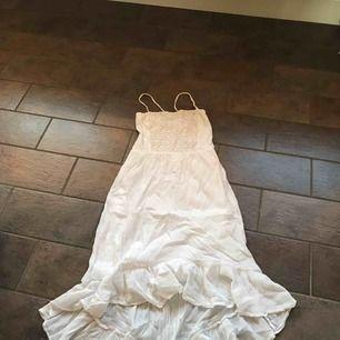 Väldig fin klänning till en sommar kväll och på bröllop