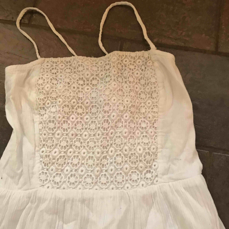 Väldig fin klänning till en sommar kväll och på bröllop . Klänningar.