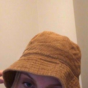 Såå häftig buckethat med manchestertyg köpt på Humana. Pris kan diskuteras!! Köparen betalar frakt🤠