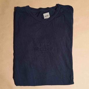 T-Shirt från HUFs worldwide-kollektion. Sparsamt använd 9/10.